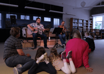 Barneforestilling med musikk i biblioteket